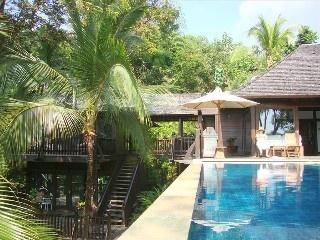 'The Bali House' - on the Beach - 5 Bdrms - Best Location!