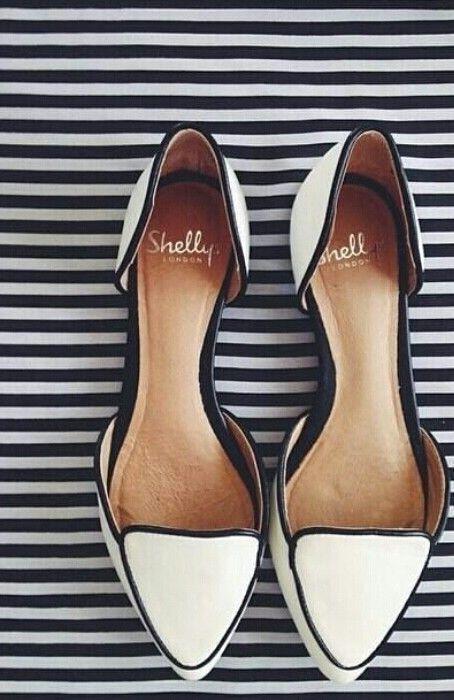 White Oxford slippers #fashion #streetstyle #oxfor…