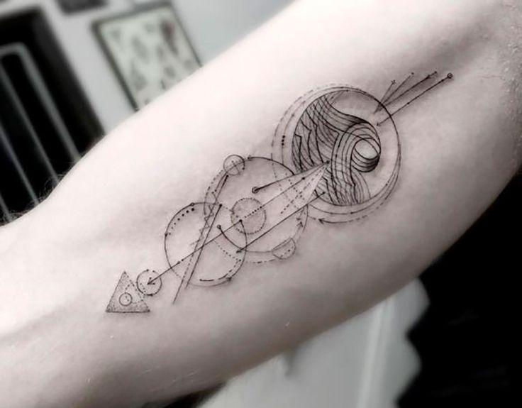 As tatuagens masculinas com elementos geométricos viraram tendência. Confira algumas ideias!