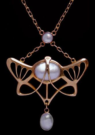 Art Nouveau gold pendant set with a central pearl plaque suspended from a blister pearl panel and with a blister pearl drop. English. Circa 1900.