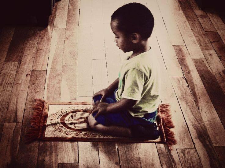 #Salat #Muslim #Islam _ Ce qui est beau dans la Salat, c'est qu'on chuchote dans le sol et on nous entend dans le ciel
