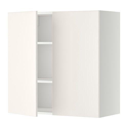 IKEA - METOD, Väggskåp med hyllplan/2 dörrar, vit, Veddinge vit, 80x80 cm, , Du kan anpassa avstånden efter behov, eftersom hyllplanet är flyttbart.Stommens konstruktion är rejäl; 18 mm tjocklek.Gångjärn med snäppfunktion monteras enkelt fast i luckan utan skruv och gör det lätt att ta av luckan och rengöra den.