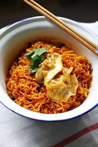 One of my favorite foods ever kimchi!!! This is dry kimchi nongshim ramyun- Korean Dry Instant Noodles. I have to try this :)