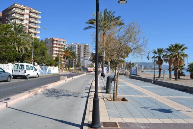 Продается трехзвёздочная гостиница в рабочем состоянии в Benicasim (Castellón de la Plana), 5 этажей, 170 комнат — индивидуальные, двойные, тройные и четырехкомнатные номера, первый этаж: recepcion, два зала на 100 и 300 мест, кухня и бар — ресторан; собственная прачечная и генератор по выроботке электроэнергии, контора и складские помещения, кинозал и другой большой зал(возможность переделать в зал для отдыха), 3 лифта, паркинг для 70 авто, бассейн,первая линия пляжа, в 50 м от моря. 00407…