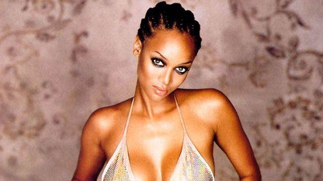 Tyra Banks a connu une prolifique carrière en tant que mannequin, pendant laquelle elle est apparue à deux reprises sur la couverture du spécial maillots de bain du magazine Sports Illustrated