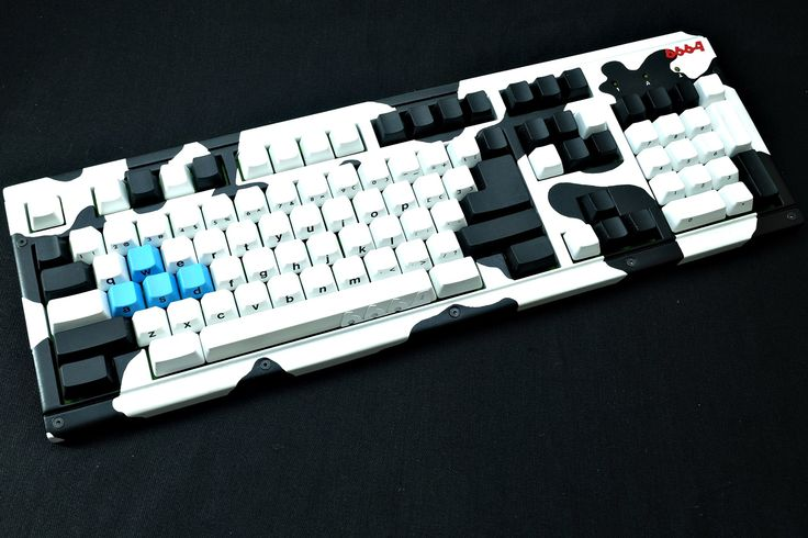 "Jin ""6664"" does some great painted case mods. He's a Vietnamese keyboard modder/builder."