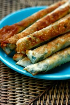 SIGARA BÖREK (TÜRKISCHE YUFKATEIG RÖLLCHEN MIT FETA) bei 225°C 20 min im Ofen, mit Öl eingepinselt (nächstes mal Eigelb+Öl zum bestreichen & weniger viel Teig)