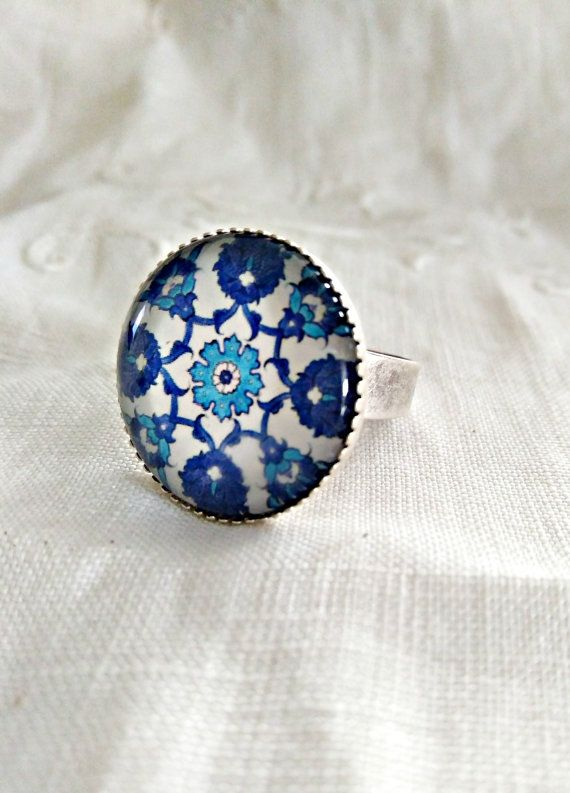 Statement blue tile ring. Mosaic cabochon ring by ReyesRobledo