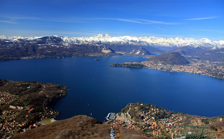 The shores of Lake Maggiore, thanks to their charm, have always been a popular destination for poets, writers and characters of all time. Its favorable position, the richness of history and the mild climate both in summer and winter, gave birth along the banks several residential centers, frequented by Italians and foreigners.