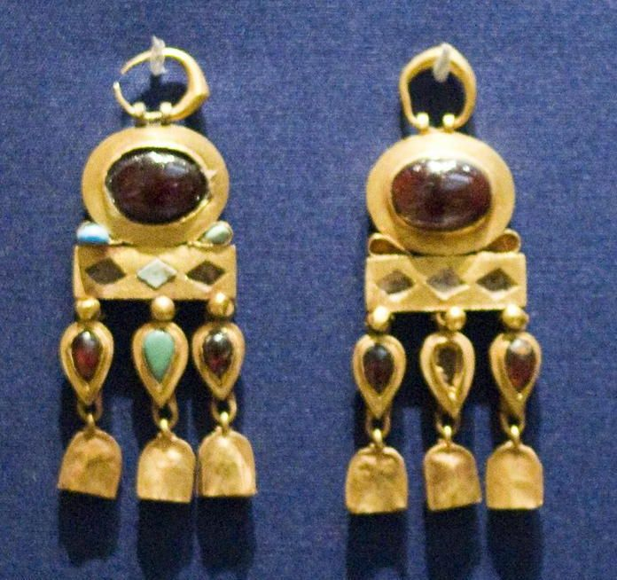 Parthian gold jewelry discovered in graves located at Nineveh in northern Iraq (near modern Mosul), near the ancient border between Parthia and Imperial Rome. They show how Roman cultural practices gradually influenced Parthian burial customs. These treasures are on display at the Persian Empire collection of the British Museum.