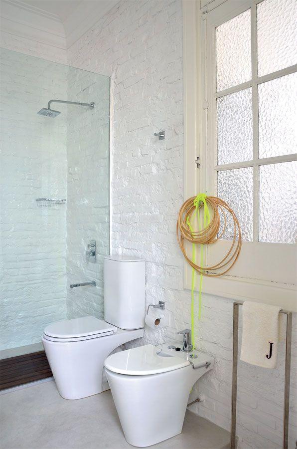 En el ba o se pic todo el revoque original hasta llegar for Aseos modernos con ducha