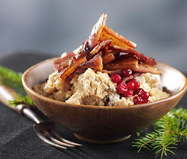 Ett snabblagat recept på härlig nävgröt som är Värmlands traditionella landskapsrätt. Du gör gröten av bland annat skrädmjöl och serverar med stekt fläsk och lingonsylt. Gott och mättande!