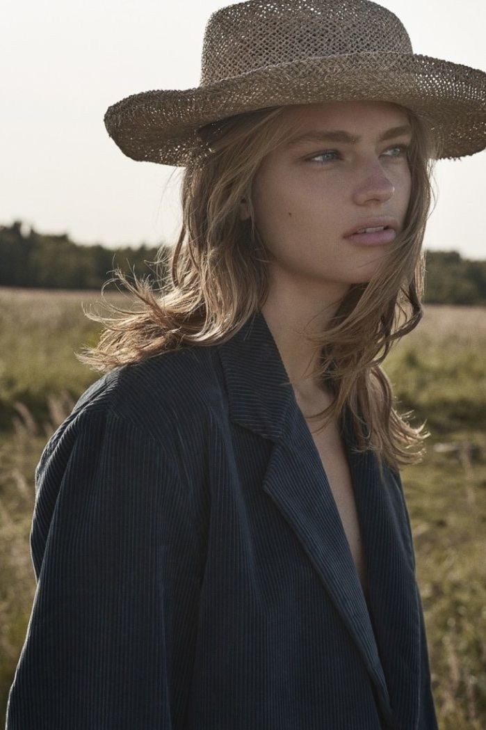 Anna Mila Guyenz heads to the great outdoors for the November 2017 issue of Costume Magazine. Captured by Oliviia Frolich, the blonde beauty lives the simp