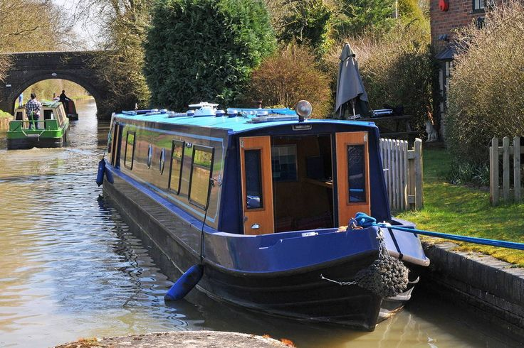 Boat in Southam, United Kingdom. Serenity is not your average narrow boat - comfortable and stylish she offers a fresh, quirky holiday in the depths of Warwickshire's peaceful countryside.    She is particularly unusual because this boat marries together two seemingly incompatibl... £95 for double