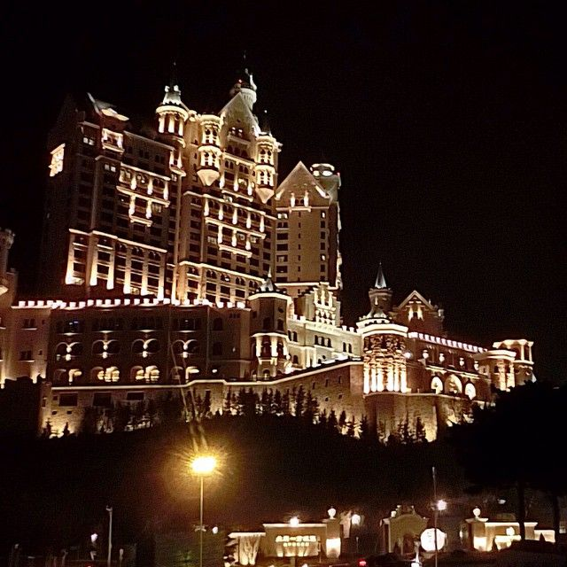 Experience a world class Dalian hotel when you book with Starwood at The Castle Hotel, a Luxury Collection Hotel, Dalian. Receive our best rates guaranteed plus complimentary Wi-Fi for SPG members.