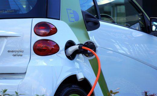 Carregadores de veículos elétricos em breve na A23 - A Autoestrada da Beira Interior (A23) vai instalar em breve nas estações de serviço do Fundão e de Abrantes sistemas rápidos de carregamento para veículos elétricos, no âmbito de um concurso público de atribuição da instalação a operadores da mobilidade elétrica.