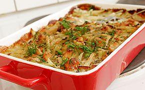 Grön Janssons frestelse där en del av potatisen är utbytt mot rotsaker och purjolök ersätter den gula löken.