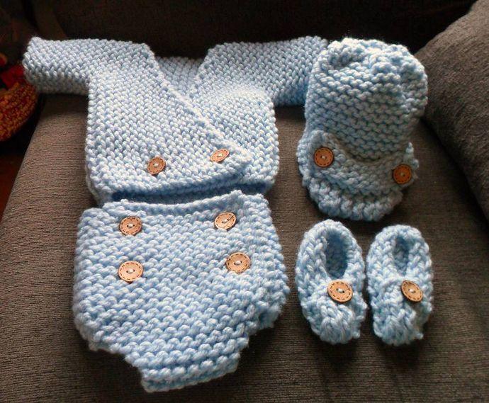 Conjunto de punto para bebé tejido en telar por Beatriz F.