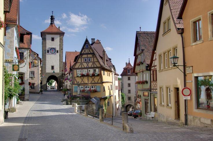 Každá krajina má malé romantické mestečká, ktoré akoby zamrzli v čase. Nepokazené, autentické, magické. Nechajte sa uhranúť ich kúzlom.