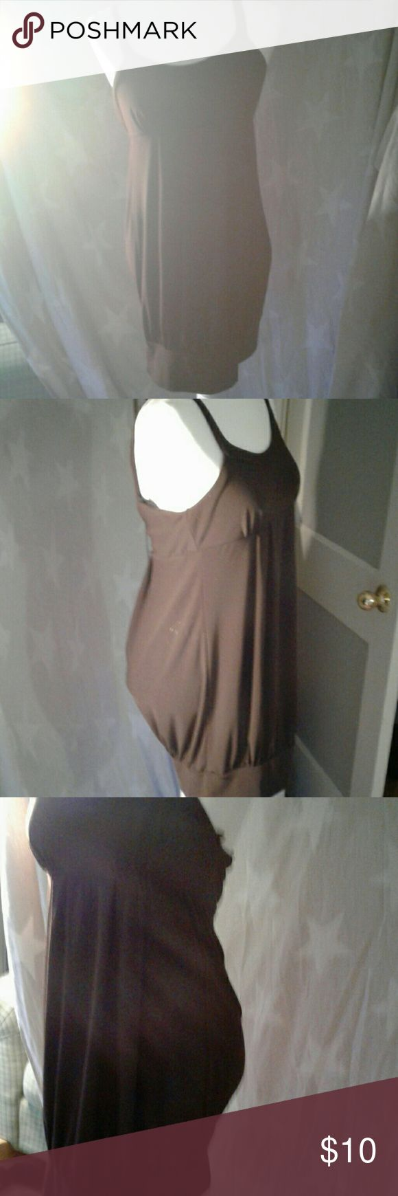 Cute brown dress No stains is in perfect condition perfect cover for covering a little baby bump or something like that very relaxing don't have to worry about your skin. For more fashion go to www.mommame.com. Dresses