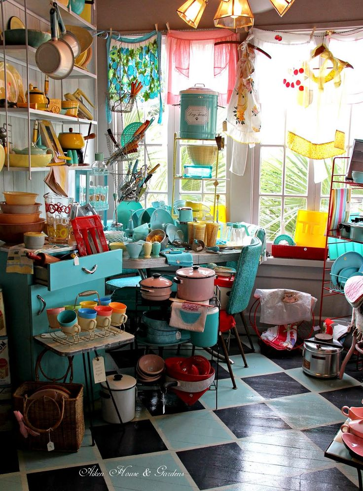 Aiken House & Gardens: Colorful Vintage Shop
