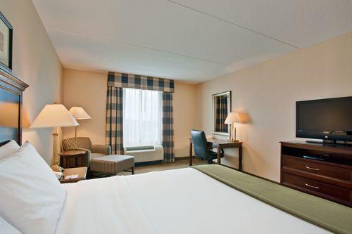 Holiday Inn Express & Suites Huntsville - King Bed Guest Room