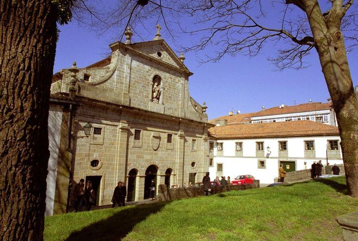 Cruzando la calle nos encontramos con el Convento del Carmen (1758). Sus ocupantes, las Carmelitas Descalzas, siguieron en clausura el ejemplo de su fundadora María Antonia de Jesús. Iglesia visitable