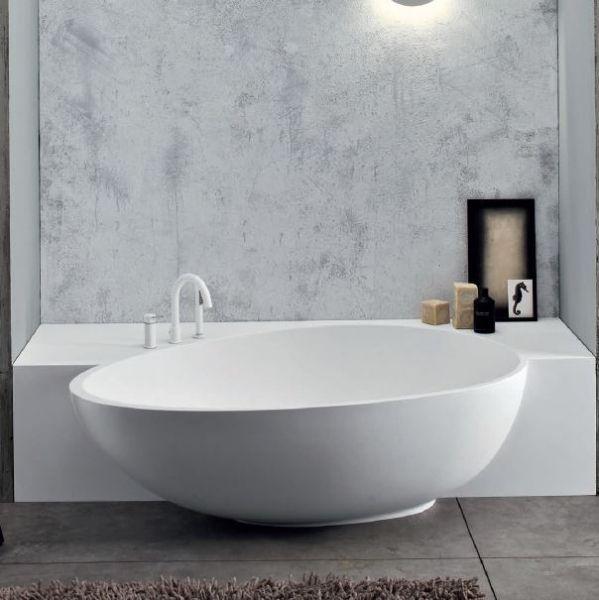 Elegance Und Design Mit Dieser Edlen Badewanne Eingefasst In
