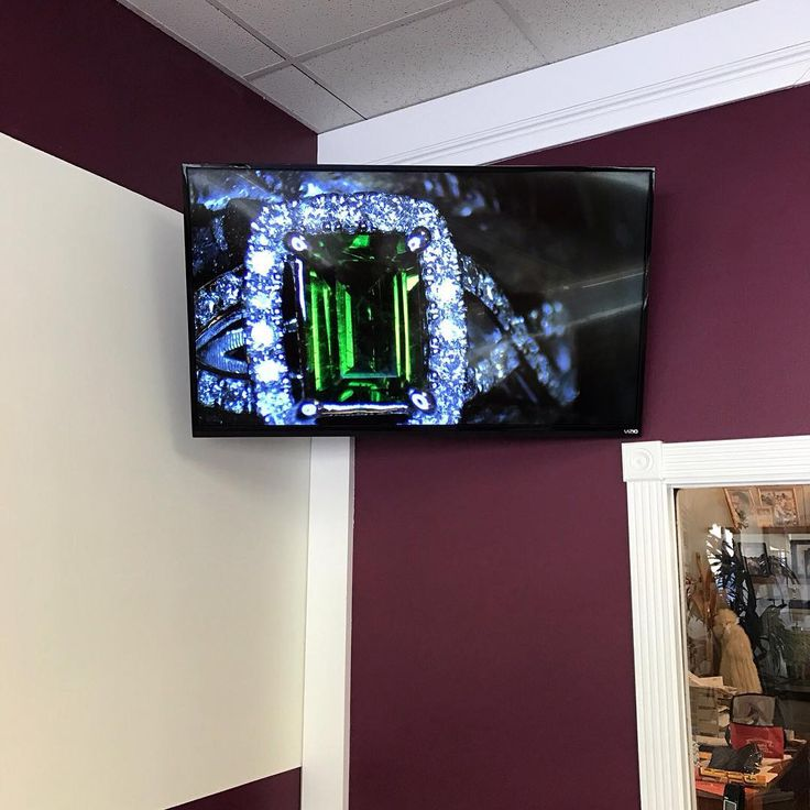 Commercial Business Jewelry Showroom TV Wall Mounting Service with Wireless HDMI to Microscope