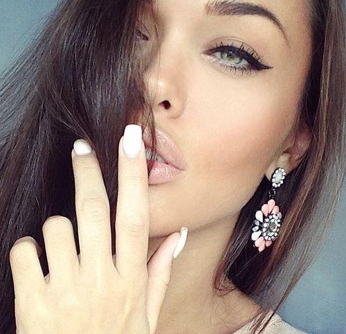 natural coloring nails, simple make up #beauties