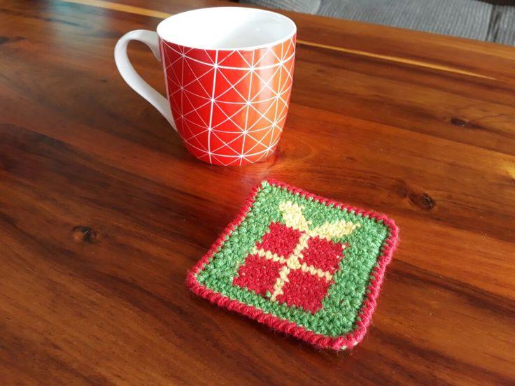 Christmas Present Coaster – Crochet Creations
