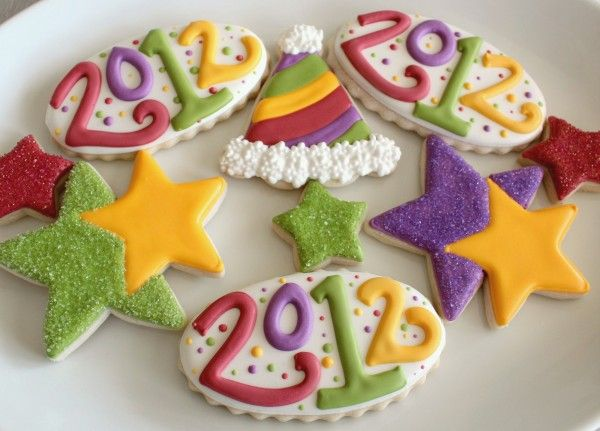 Sugarbelle's New Year's cookies with tutorial including some discussion about how to deal with cratering (no heat gun).