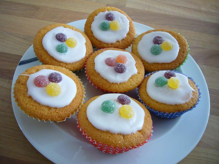Mary Berry iced fairy cakes plate . Old school cake sale cakes . British . Fairy cakes. Nostalgic . Primary school