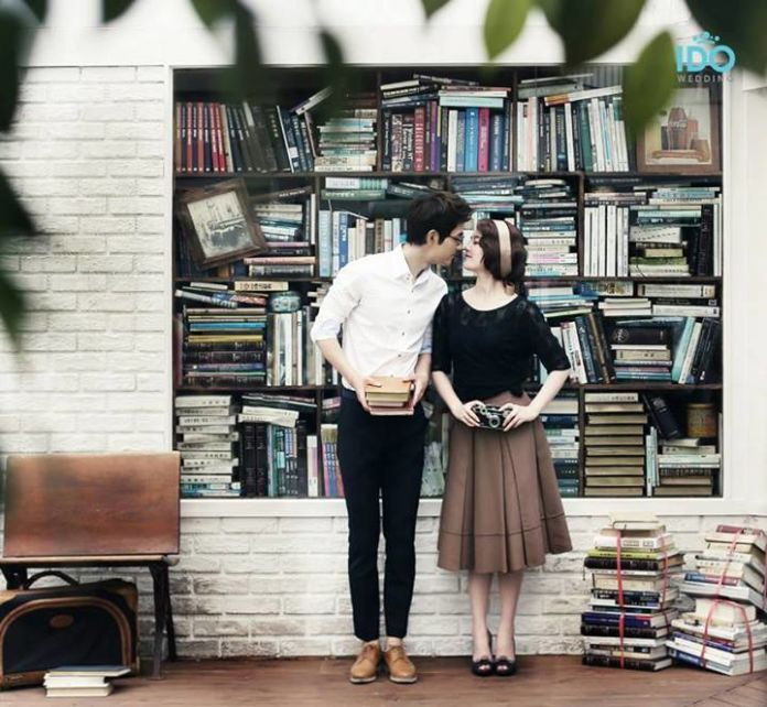 Engagement photoshoot with library theme   Korean Pre-wedding Photography by IDO-WEDDING KOREA   http://www.bridestory.com/ido-wedding-korea/projects/no07-korean-pre-wedding-photography