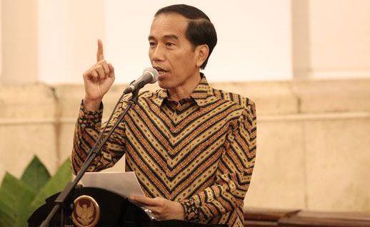 """Ketika kembali memasuki kampus Universitas Gadjah Mada (UGM), Yogyakarta, Presiden Joko Widodo mengaku terkenang 37 tahun silam saat masih menjadi mahasiswa berambut gondrong dan bercelana """"cutbray""""."""