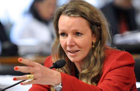 """A senadora Vanessa Grazziotin, do Partido Comunista do Brasil, compartilhou em seu Twitter um post com a seguinte mensagem: """"O Sul (Curitiba) é responsável por Temer estar onde tá. Separa lo…"""