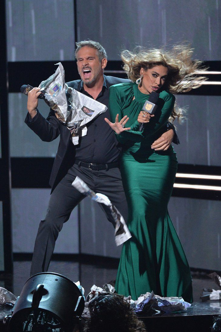 Pin for Later: The Best Pictures From the 2016 Premios Lo Nuestro When This LOL-Worthy Moment Happened Between Galilea Montijo y Arath de la Torre