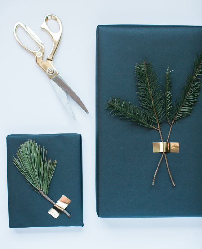 A Very Merry Minimal Christmas: Simple Holiday Gift Wrapping