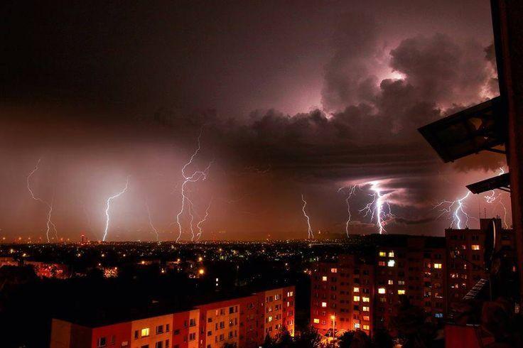 burza z piorunami nad mysłowicami w polsce