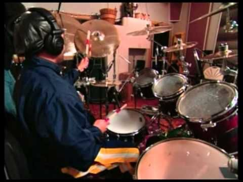 Carter Beauford (Dave Matthews Band) - Go Pro Drum Solo - YouTube