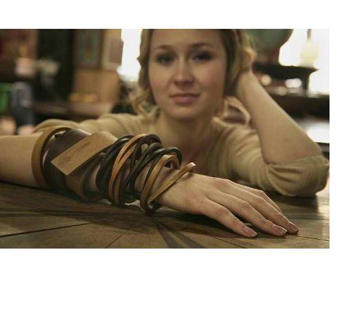 wooden bracelets, very sculptural!