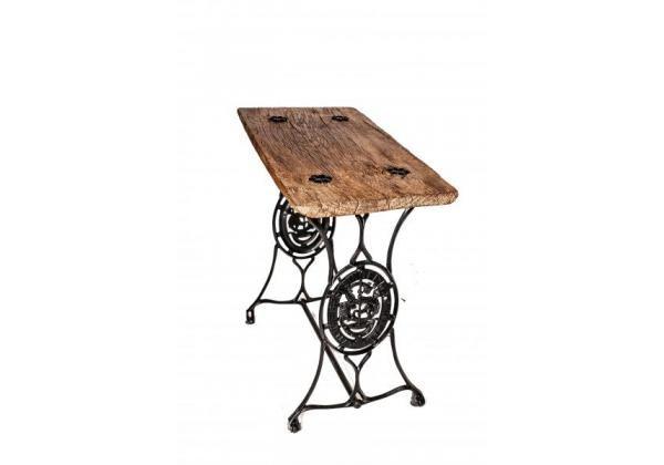 Asztal varrógéplábakon, saját készítés