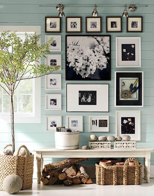 Home Shabby Home: Decorare una parete con i quadri - mi piace questa combinazione, sto cercando idee per l'ingresso