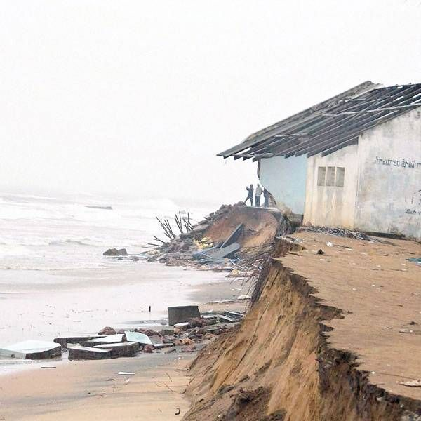 Cyclone Hudhud: 5 killed in AP, Odisha- The Times of India Photogallery Page 4