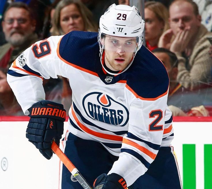 Leon Draisaitl has recorded his 200th career NHL point in tonight's game! #Oilers #Edmonton #yeg #gooilers #edmontonoil #Draisaitl