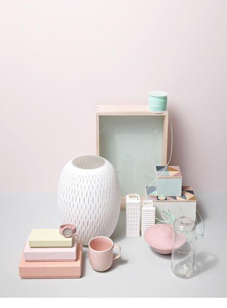 Belle composition - chaque objet est joli et chaque couleur délicate.  Jonas von der Hude
