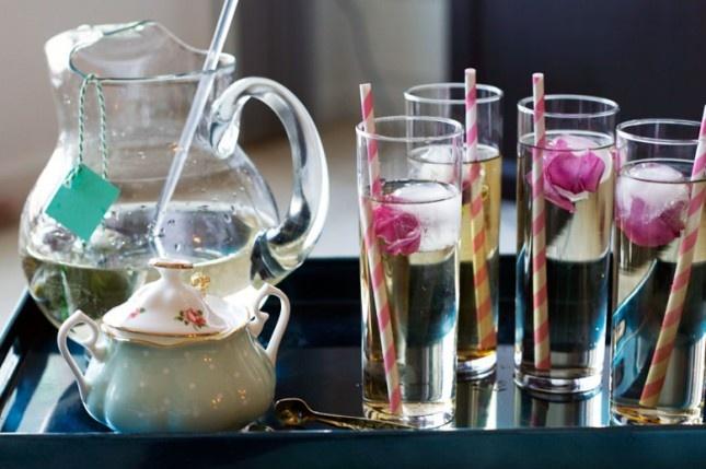 It's a Tea Par-DIY! Make Refreshing Flower Sun Tea with Flower Ice Cubes   Brit + Co.