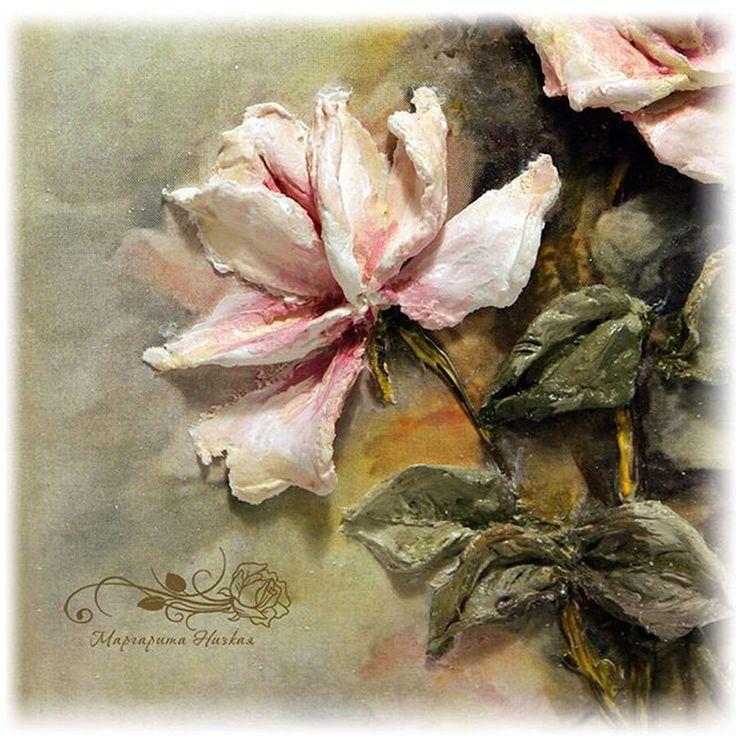 Наверняка, любители декупажа знакомы с потрясающе нежными принтами цветов и фруктов, созданными американской художницей Сани Эймс (Sonie Ames). Панно, выполнено Маргаритой (@dohands.ru), в технике скульптурной живописи по мотивам цветочной акварели этой знаменитой художницы . Очень интересно и красиво! ---------------------------------------- Материал - декоративная штукатурка для скульптурной живописи - @sculpture_painting Чтобы попасть в ленту проекта пишите под работами хештег…