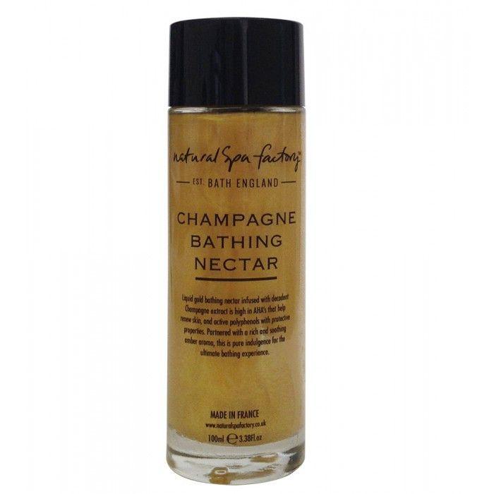 Champagne Badenektar (100 mL). Hæld den gyldne væske ud i badekaret under rindende varmt vand. Den vil opløses i badet og gøre din hud blød med en diskret dejlig aroma. Hvis du ikke har et badekar, så bare rolig - den kan sagtens bruges under bruseren, det gør vi.