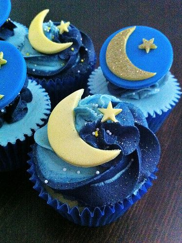 Moon and Stars cupcakes by Cutsie Cupcakes in London. Wow.